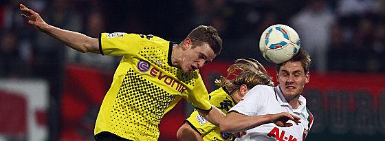 Dortmunds Bender gegen Oehrl (re.).