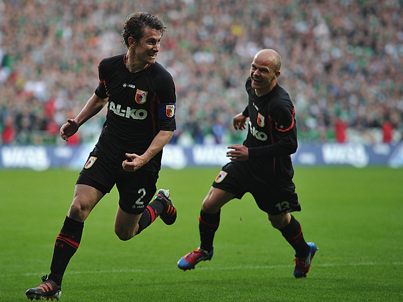 Ließ Augsburg jubeln: Kapitän Verhaegh (li.) traf Sekunden vor dem Schlusspfiff zum 1:1 für den FCA. Rechts will Werner mitfeiern.