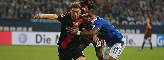 Schalkes Farfan (re.) gegen Reinartz