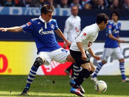 Schalkes Moritz gegen Schmiedebach (re.)