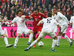 Eingekreist: Bayerns Ribery (Mi.) sieht sich einer Mainzer Übermacht gegenüber