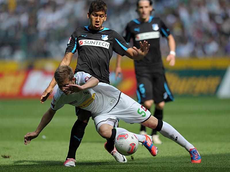 Hoffenheims Torschütze Roberto Firmino duelliert sich mit dem Gladbacher Ring.