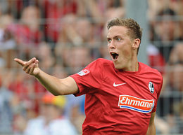 Allen Grund zum Jubeln: Freiburgs Neueinkauf Kruse trifft beim ersten Einsatz.