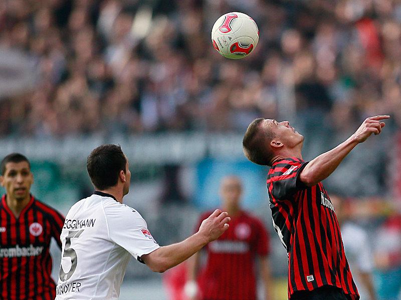 Alex Meier (re.) gegen Mario Eggimann
