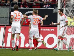 Müller, Kroos und Mandzukic (re.) nach der Führung