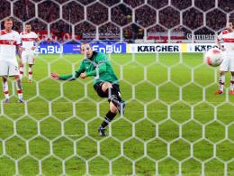 Der Ausgleich: Jan Schlaudraff trifft für Hannover vom Punkt zum 2:2.