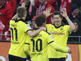 Reus, Götze und Lewandowski (v.li.) bejubeln ein Dortmunder Tor