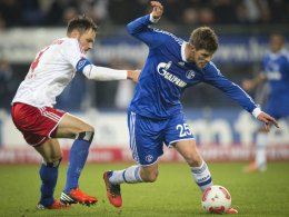 Westermann (li.) vs. Huntelaar
