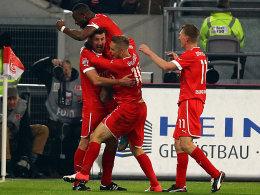 Reisinger, Rafael, Ilsö und Bellinghausen (v.li.) bejubeln das 1:0