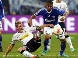 Hiergeblieben! Gladbachs Marx will Schalkes Farfan unbedingt aufhalten.