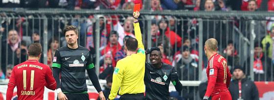 Referee Fritz zückt Rot, Prödl ist konsterniert