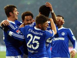 Schalke bejubelt das Tor zum 1:0