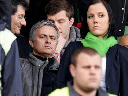 José Mourinho (2.v.li.) betrachtete den BVB in Fürth