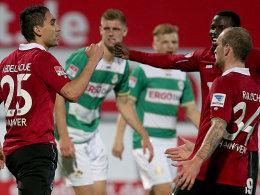 Torschütze Abdellaoue lässt sich nach dem 1:0 feiern.