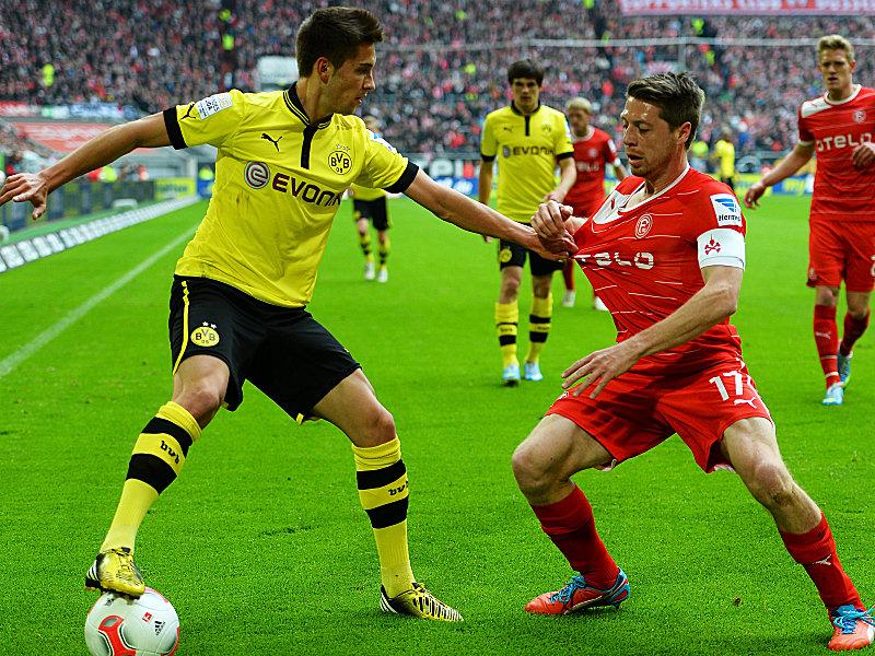 Dortmunds Leitner im Duell mit Lambertz (re.)