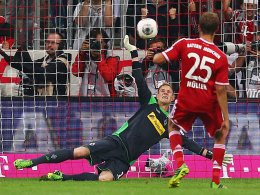 Fantastische Parade: ter Stegen wehrt Müllers Strafstoß mit einer Hand ab.