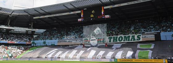 Tolle Kulisse im Weser-Stadion: Die Fans dankten ihrem Ex-Trainer Thomas Schaaf.