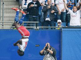 Mit einem Flickflack feierte Zoua sein erstes Bundesligator.