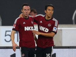 Nürnbergs Drmic und Kiyotake (re.) nach dem 1:1