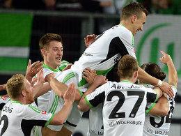 Großer Jubel in Wolfsburg: Rodriguez (re.) hat soeben zum 1:1 getroffen.