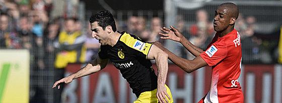 Dortmunds Mkhitaryan im Duell mit Fernandes (re.)