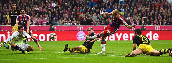 Arjen Robben gegen Sven Bender