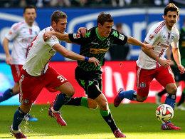 Sie lieferten sich intensive Duelle: Hamburgs Slobodan Rajkovic und Max Kruse (re.).