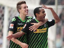 Schreiender Doppelpacker: Raffael (re., hier mit Patrick Hermann) bejubelt seinen ersten Treffer.