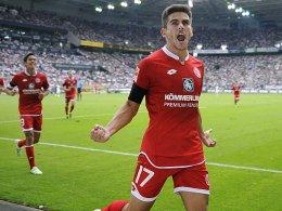 Jairo Samperio bejubelt seinen Treffer zum 1:0 aus Sicht der Mainzer.