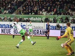 Nummer 4: Guilavogui trifft nach Vorlage von Schürrle (Hintergrund) zum 4:0.