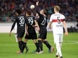 ... und war dann auch am 2:0 direkt beteiligt: Alexander Essweins Schuss fälschte Timo Baumgartl (re.) unhaltbar ab.