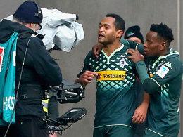 Spiel mit der Kamera: Raffael und Ibrahima Traoré (re.) bejubeln das 1:0.