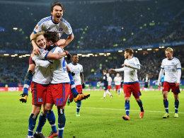 Jubeltraube nach der verdienten Führung: Die Hamburger feiern Torschütze Nicolai Müller.