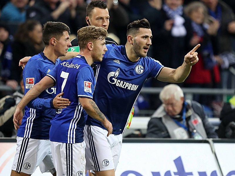 Fingerzeig: Sead Kolasinac (re.).bejubelt seinen Treffer zum zwischenzeitlichen 1:1.