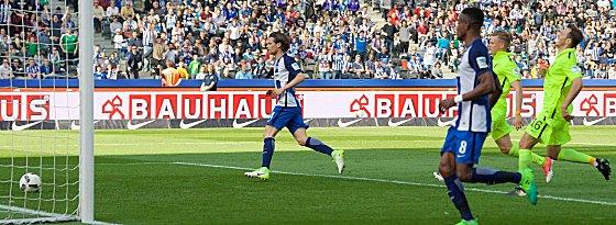 Rein damit: Herthas Valentin Stocker trifft zum 2:0.