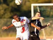 Kann das RWO-Trikot behalten: Jamal Gay (l.) erhält einen Vertrag bis 2011.