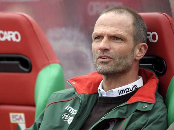 Muss am Saisonende gehen: Der FC Augsburg trennt sich vorzeitig von Trainer Holger Fach.