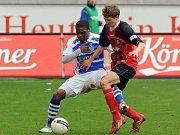 Daniel Schwaab (r.) wechselt nach Leverkusen. Dafür wird wohl Cedric Makiadi (l.) bald das SC-Trikot überstreifen.