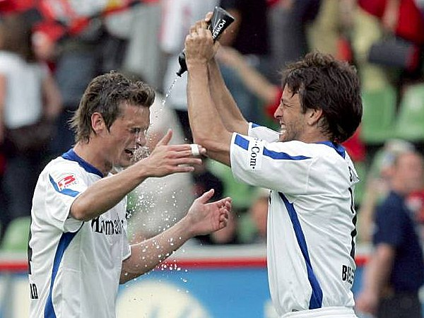 Fußball, 2. Bundesliga: Jonas Kamper (l.) und Markus Schuler (beide Arminia Bielefeld)
