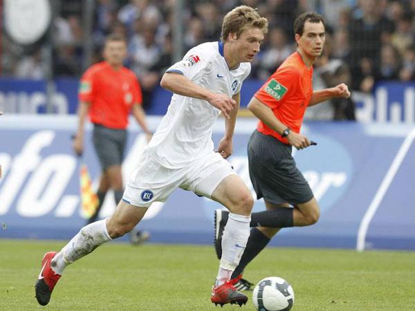 Fußball, 2. Bundesliga: Michael Blum vom Karlsruher SC kollabierte am Silvestertag.