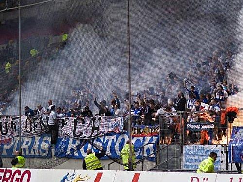 Nachdem zahlreiche Fans in Düsseldorf über die Stränge geschlagen haben, dürfen sie in Ingolstadt nicht ins Stadion.