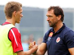 Der FC Bayern lockt: Cottbus' Trainer Wollitz muss sich wohl Ersatz für Stürmer Petersen suchen.