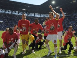 Der FC Augsburg feiert den Aufstieg in die Bundesliga