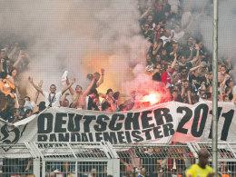 Eintracht-Fans beim Spiel in Dortmund