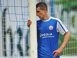 Fassungslos: Angreifer Marek Mintal taumelt mit Hansa Rostock dem Abstieg entgegen.