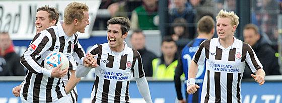 St. Paulis Fin Bartels freut sich über das 3:3.