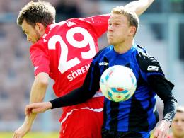 Bleibt wohl ein weiteres Jahr beim FSV: Frankfurts Offensivspieler Marcel Gaus, hier rechts gegen den Cottbuser Sörensen.