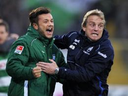 Gemeinsam am Spielfeldrand? Greuther Fürths Trainer Mike Büskens gönnt Stephan Schröck (li.) eventuell eine Pause.