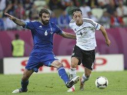 Bei der EM im Einsatz: Grigoris Makos, hier gegen Mesut Özil beim 2:4 im Viertelfinale.