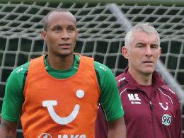 Christopher Avevor (li.) und Mirko Slomka